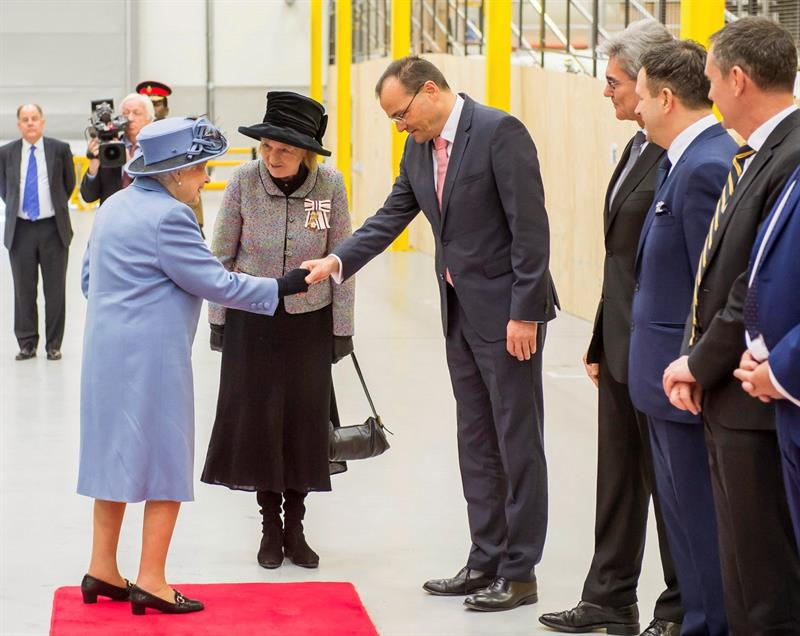 Isabel II visits the wind turbine factory of Siemens Gamesa in England