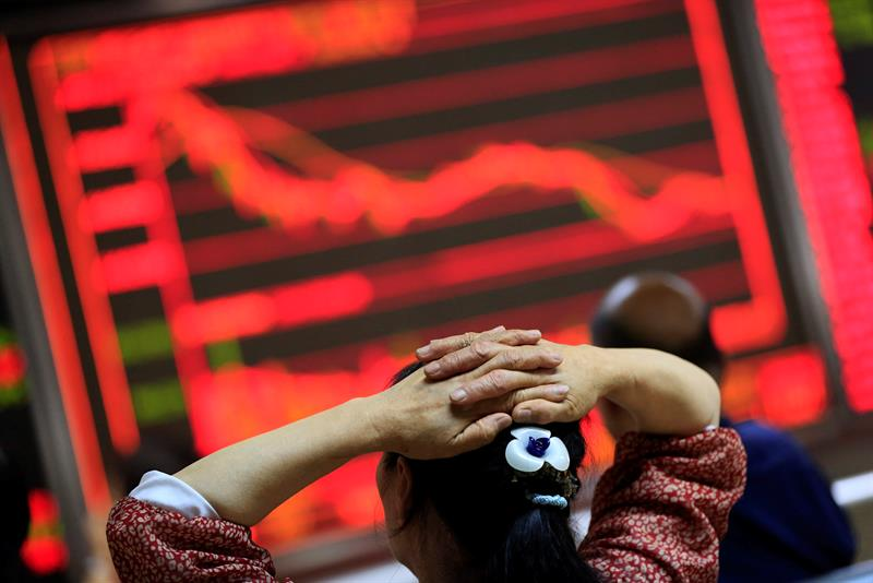 The Shanghai Stock Exchange opens in red and loses 0.44%