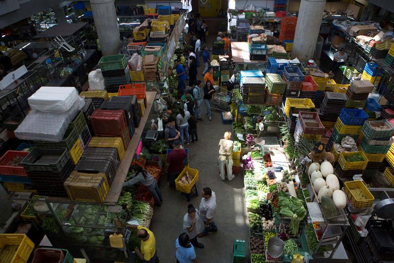 Inspectors oblige traders to lower 30% prices in the Venezuelan market